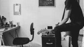 楽しくギターを弾く