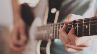 ギターをリラックスして弾く